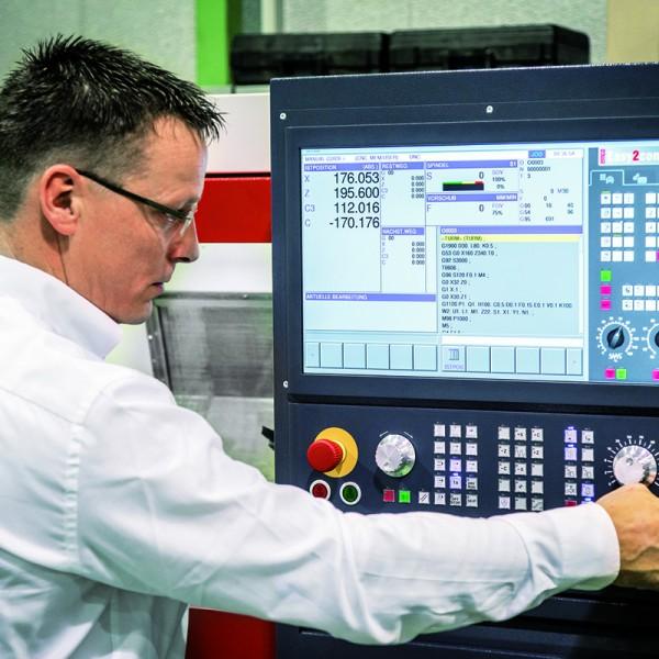 CNC control Keyboard | Interchangeable CNC Machine Controls | Emco Group UK